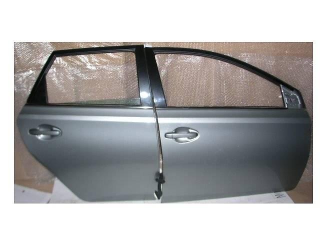 продам Б/у дверь задняя для легкового авто Toyota Auris бу в Ровно