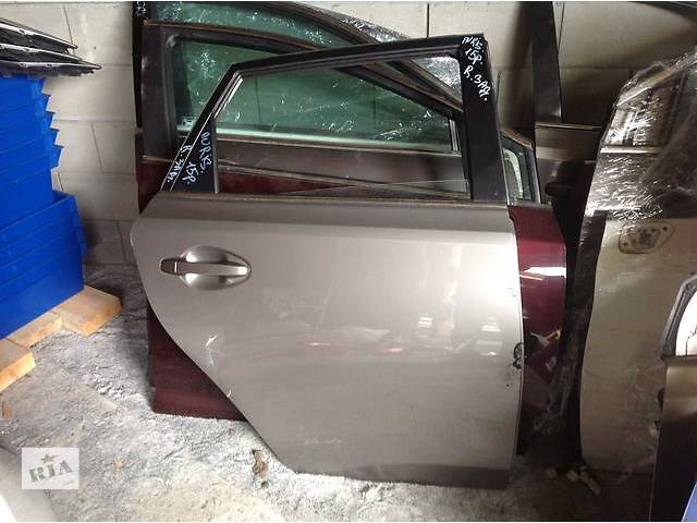 купить бу Б/у дверь задняя для легкового авто Toyota Auris в Ровно