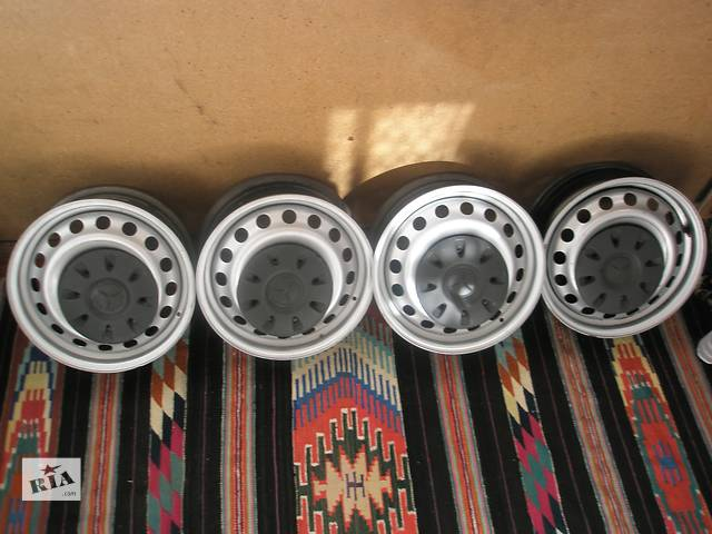 купить бу Б/у диск для авто Mercedes Vito кузов 639 радиус 16 в Киеве