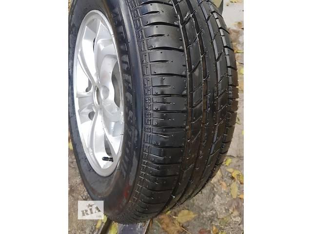 продам Б/у диск с шиной для легкового авто Hyundai Tucson бу в Днепре (Днепропетровске)