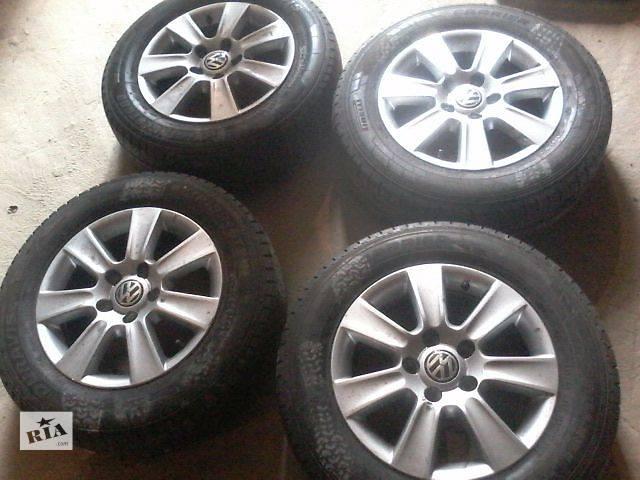 продам Б/у диск с шиной для легкового авто Volkswagen T5 (Transporter) бу в Луцке