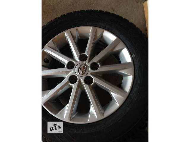 продам Б/у диск с шиной (комплект) для легкового авто Toyota Camry бу в Киеве