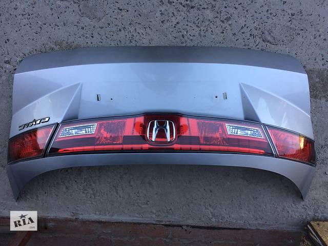 купить бу  Фанари на  крышку багажника для хэтчбека Honda Civic Hatchback 5D UFO в Киеве
