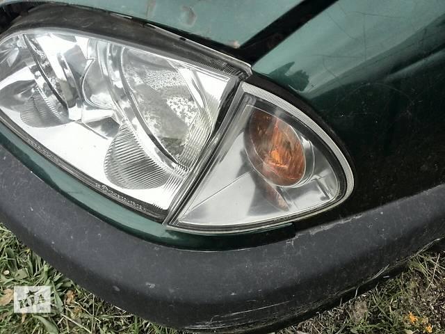 купить бу Б/у фара левая Depo 2121187LLDEM для седана Toyota Avensis 1999г в Киеве