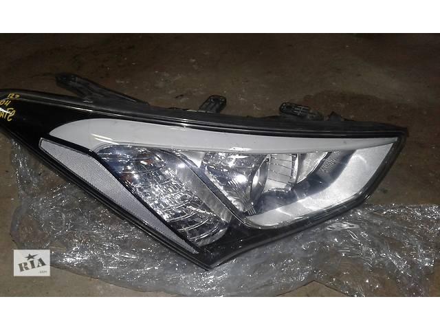 продам Б/у фара передня права для легкового авто Hyundai Santa FE 2012-16 бу в Ровно