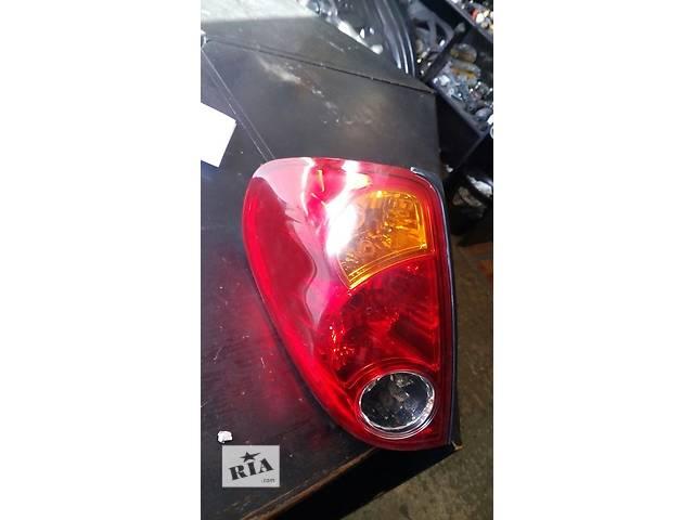 купить бу Б/у фонарь задний левый Mitsubishi L 200 №2303000 в Львове