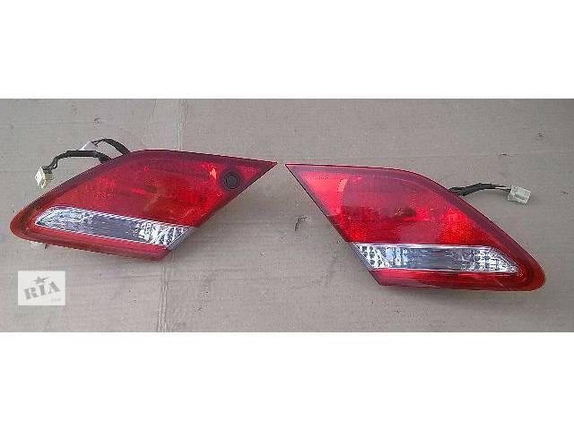 купить бу Б/у фонарь задний внутренний для седана Toyota Avalon 2007г в Киеве