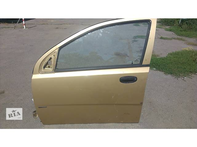 продам Б/у голі двері для хетчбека Chevrolet Aveo T200 бу в Виннице