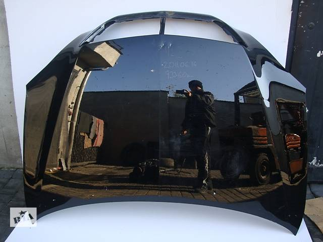 купить бу Б/у капот для легкового авто Lexus RX 400 в Львове
