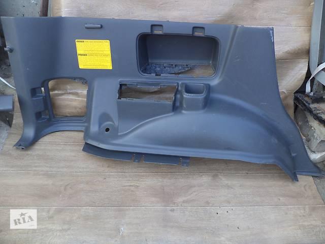 купить бу Б/у карта багажного отсека левая нижняя 62520-60640-B0 для кроссовера Lexus GX 470 2002-2009г в Киеве