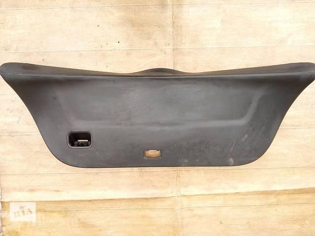 купить бу Б/у карта крышки багажника 67750-0D030-B0 для хэтчбека Toyota Yaris 2008г в Киеве