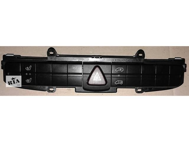 купить бу Б/у Кнопка аварийки Volkswagen Crafter Фольксваген Крафтер 2.5 TDI 2006-2010 в Рожище