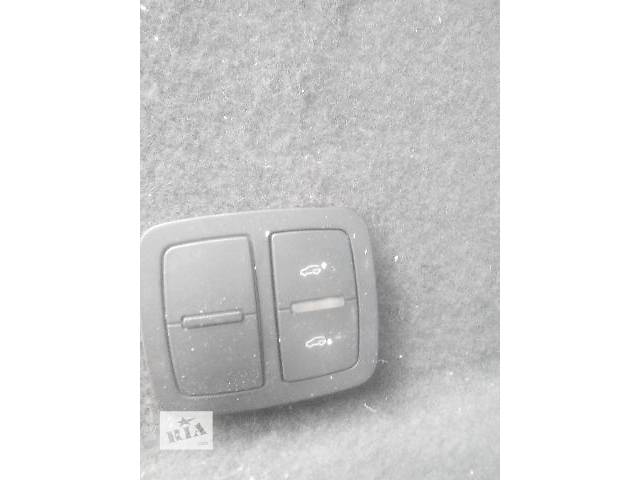 бу Б/у кнопка открывания багажника для легкового авто Audi Q7 2007 в Львове