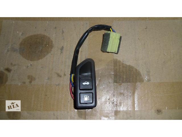 Б/у кнопка открывания багажника и бензобака для легкового авто Hyundai Sonata 2011- объявление о продаже  в Коломые