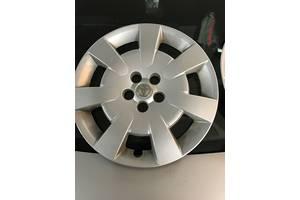 б/у Ковпак на диск Toyota Avensis