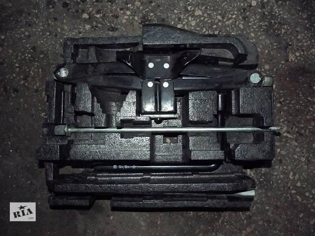 продам Б/у комплект ключей с домкратом Renault Master, оригинал бу в Звенигородке