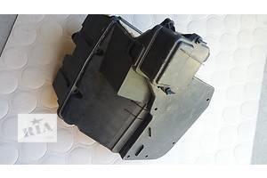б/у Корпусы блока предохранителей Volkswagen T5 (Transporter)
