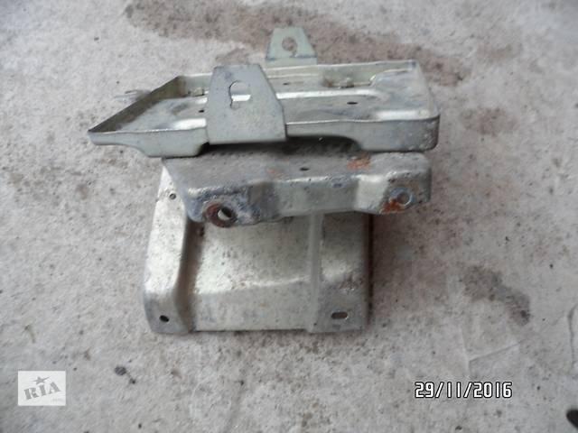 """бу Б/у корпус под аккумулятор для легкового авто ВАЗ 1118 """"КАЛИНА"""" и т.п. в Умани"""