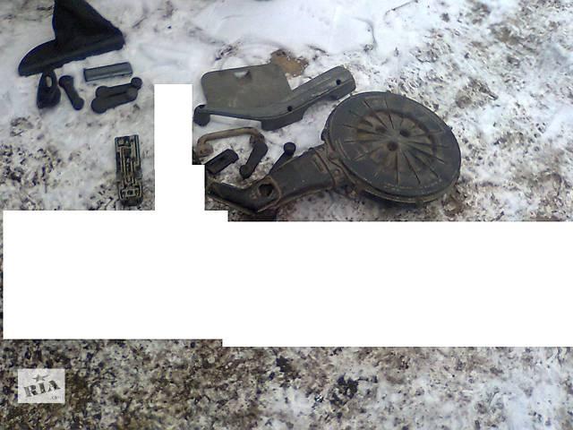 продам Б/у корпус воздушного фильтра для легкового авто Opel Kadett бу в Ровно