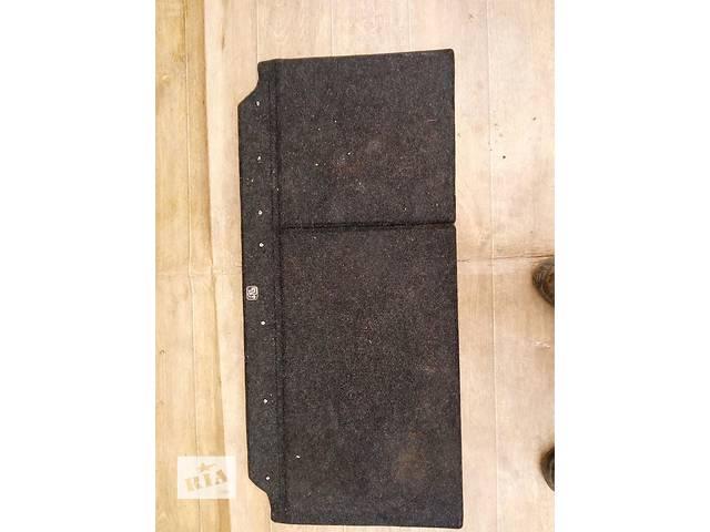 продам Б/у ковёр багажника 58410-0D010-B0 для хэтчбека Toyota Yaris 2008г бу в Киеве