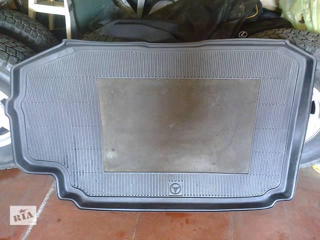 купить бу Б/у ковёр багажника для легкового авто Mercedes в Киеве