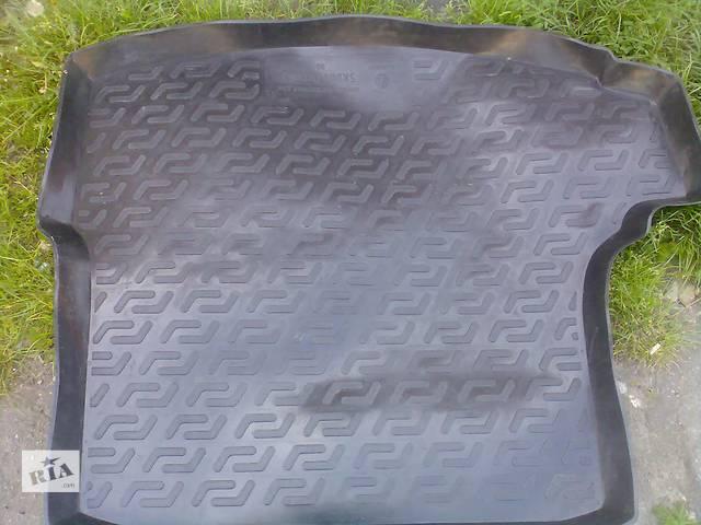 купить бу Б/у ковёр багажника для легкового авто Skoda Octavia A5 в Хмельницком