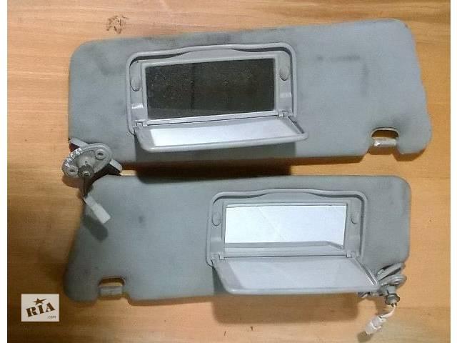 купить бу Б/у козырёк солнцезащитный 74320-3T070-B1, 74310-33A00-B1 левый и правый для седана Lexus ES 330 200 в Киеве