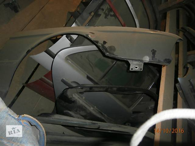 продам Б/у крило праве переднє для легкового авто седана BMW Е36 бу в Львове