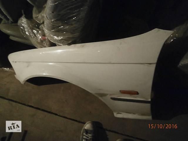купить бу Б/у крило переднє для седана BMW 320 в Львове