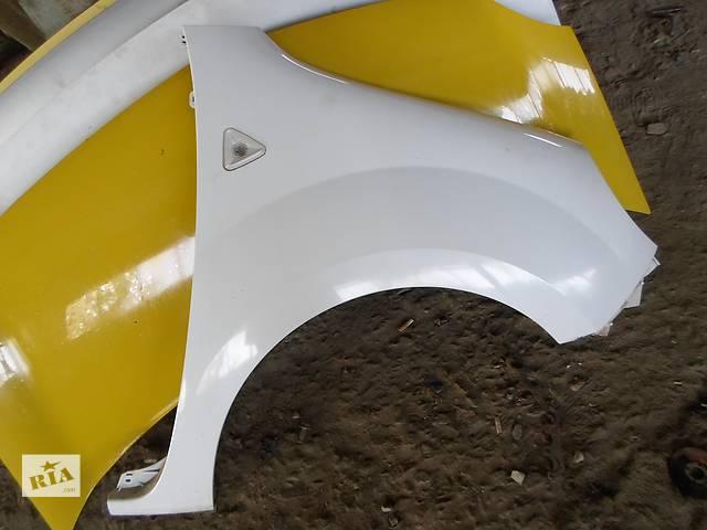 купить бу Б/у Крыло переднее Крило (белое, в цвете) Renault Kangoo Рено Канго Кенго 2008-2012 в Рожище
