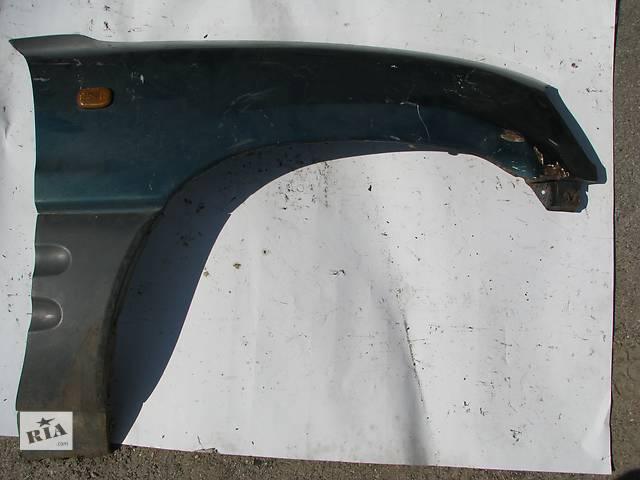 купить бу Б/у крыло переднее R Toyota Rav 4 SXA10 2.0i 16V 3S-FE 1997 в Броварах