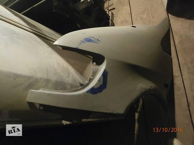 купить бу Б/у крило заднє для седана mercedes 190 в Львове