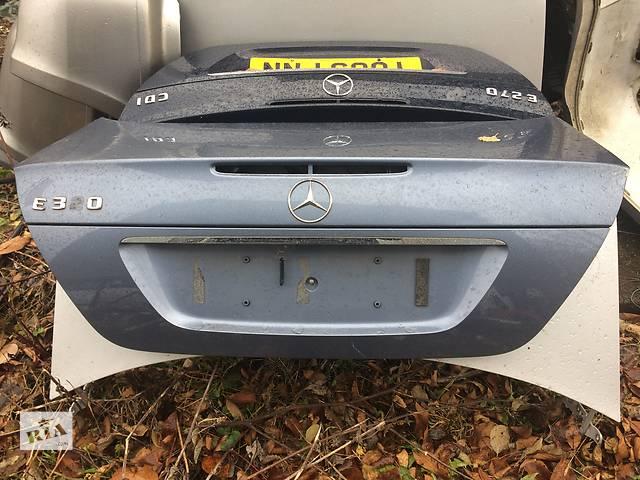 продам Б/у кришка багажника для легкового авто Mercedes E-Class бу в Львове
