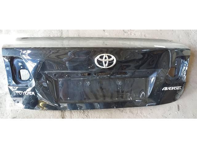 бу Б/у крышка багажника для легкового авто Toyota Avensis в Киеве