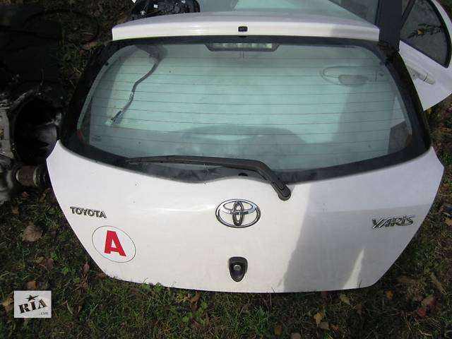продам Б/у крышка багажника для легкового авто Toyota Yaris бу в Чернигове
