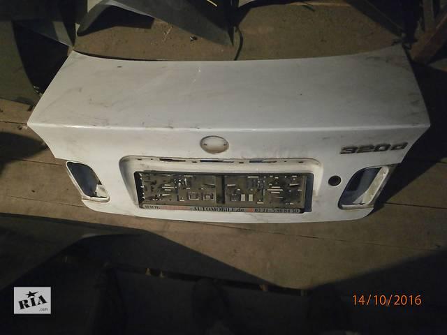 продам Б/у кришка багажника для седана BMW 320 D бу в Львове
