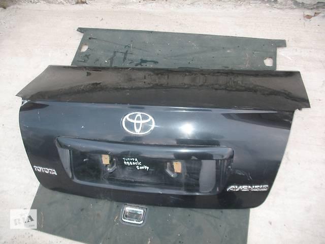 продам Б/у крышка багажника для седана Toyota Avensis бу в Львове
