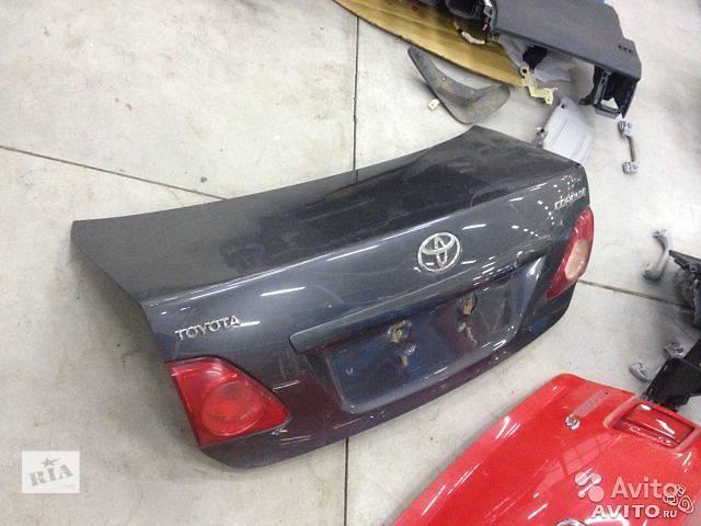 Б/у крышка багажника для седана Toyota Corolla- объявление о продаже  в Киеве