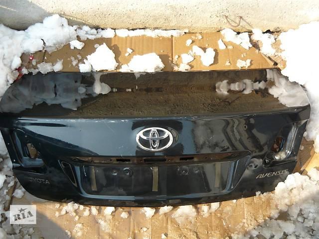 продам Б/у крышка багажника  Toyota Avensis бу в Киеве