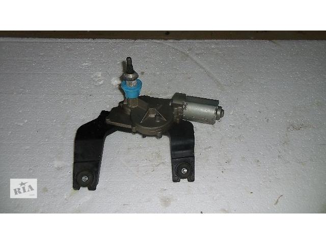 купить бу Б/у моторчик стеклоочистителя задній для легкового авто Kia Ceed 2007 в Коломые