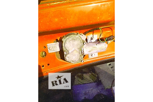 б/у Моторчик стеклоочистителя Ford Sierra