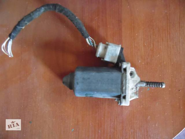 бу Б/у моторчик стеклоподъемника для легкового авто Volkswagen Passat B5 в Дубно