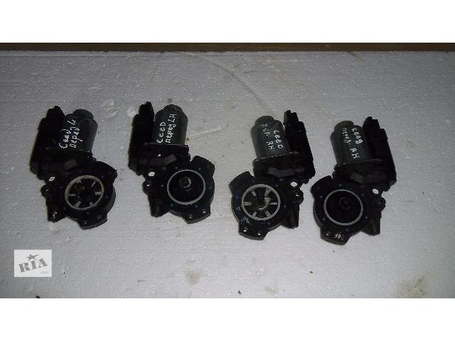 купить бу Б/у моторчик стеклоподьемника перед правий для легкового авто Kia Ceed 2007 в Коломые