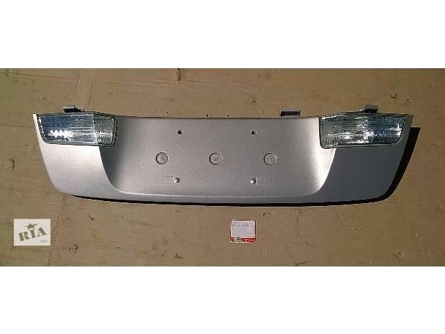 продам Б/у накладка крышки багажника с внутренними фонарями для кроссовера Lexus GX 470 2002-2009г бу в Киеве