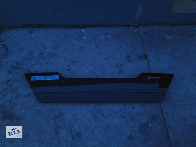 бу Б/у накладка на крышку багажника для Nissan X-Trail черная в Киеве