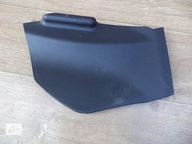 купить бу Б/у накладка центральной консоли нижняя левая боковая 58817-60010-C0 для кроссовера Lexus GX 470 200 в Киеве
