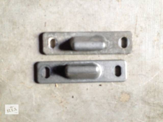 продам Б/у направляющие боковых раздвижных дверей Vito 638 бу в Жовкве