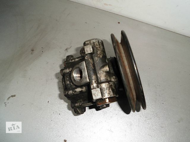 продам Б/у насос гидроусилителя руля для легкового авто Volkswagen T4 (Transporter) 2.4D. бу в