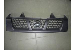 б/у Решётка радиатора Nissan Navara
