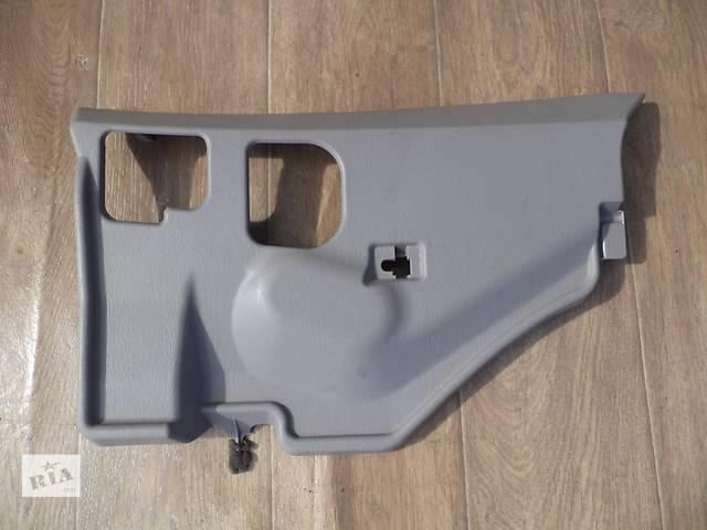 Б/у нижняя правая накладка торпедо 55607-33080-B0 для седана Lexus ES 330 2003-2006г- объявление о продаже  в Киеве